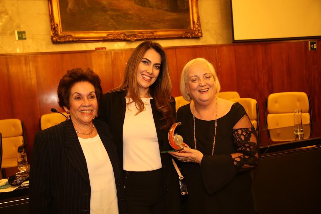Alessandra Kradish Perez e sua mãe Azizi