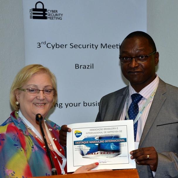 Cyber entrega do certificado ao Ralf